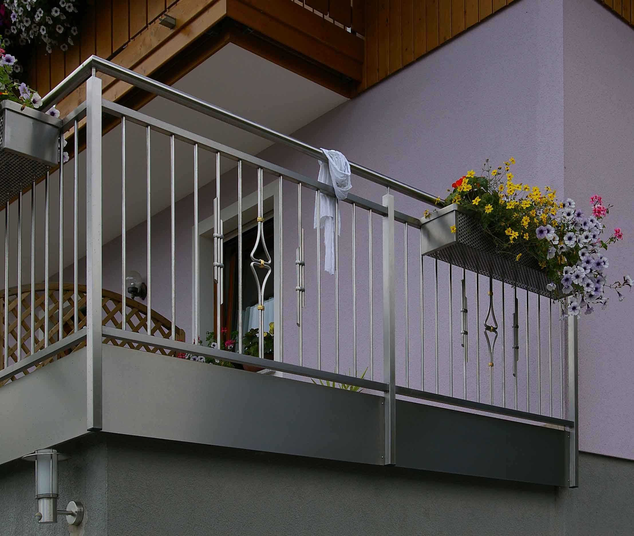 gl0968 balkongelaender mit verzierung ecke2. Black Bedroom Furniture Sets. Home Design Ideas